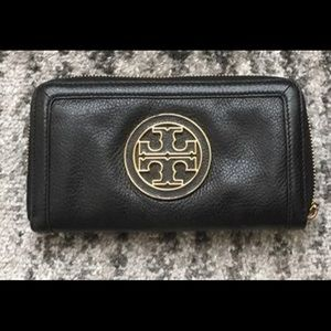 Tory Burch wallet in very good condition